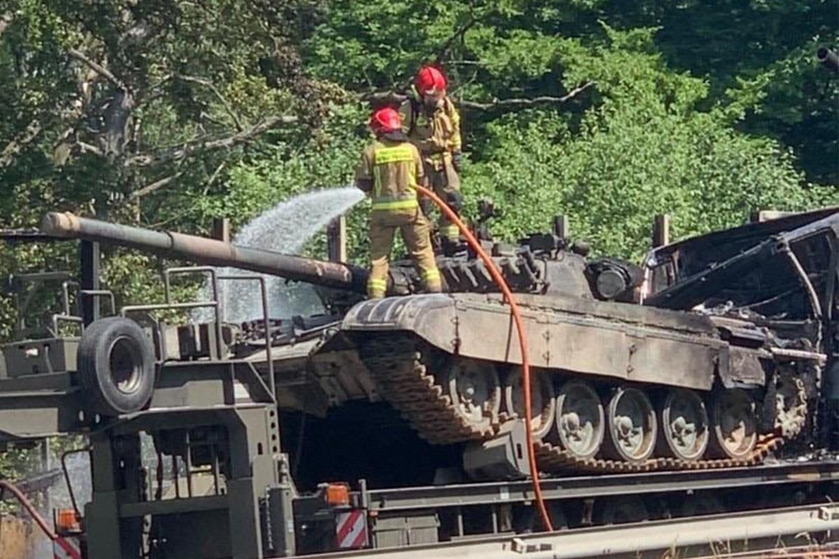 Polonya'da otobandaki kazada 2 tank küle döndü