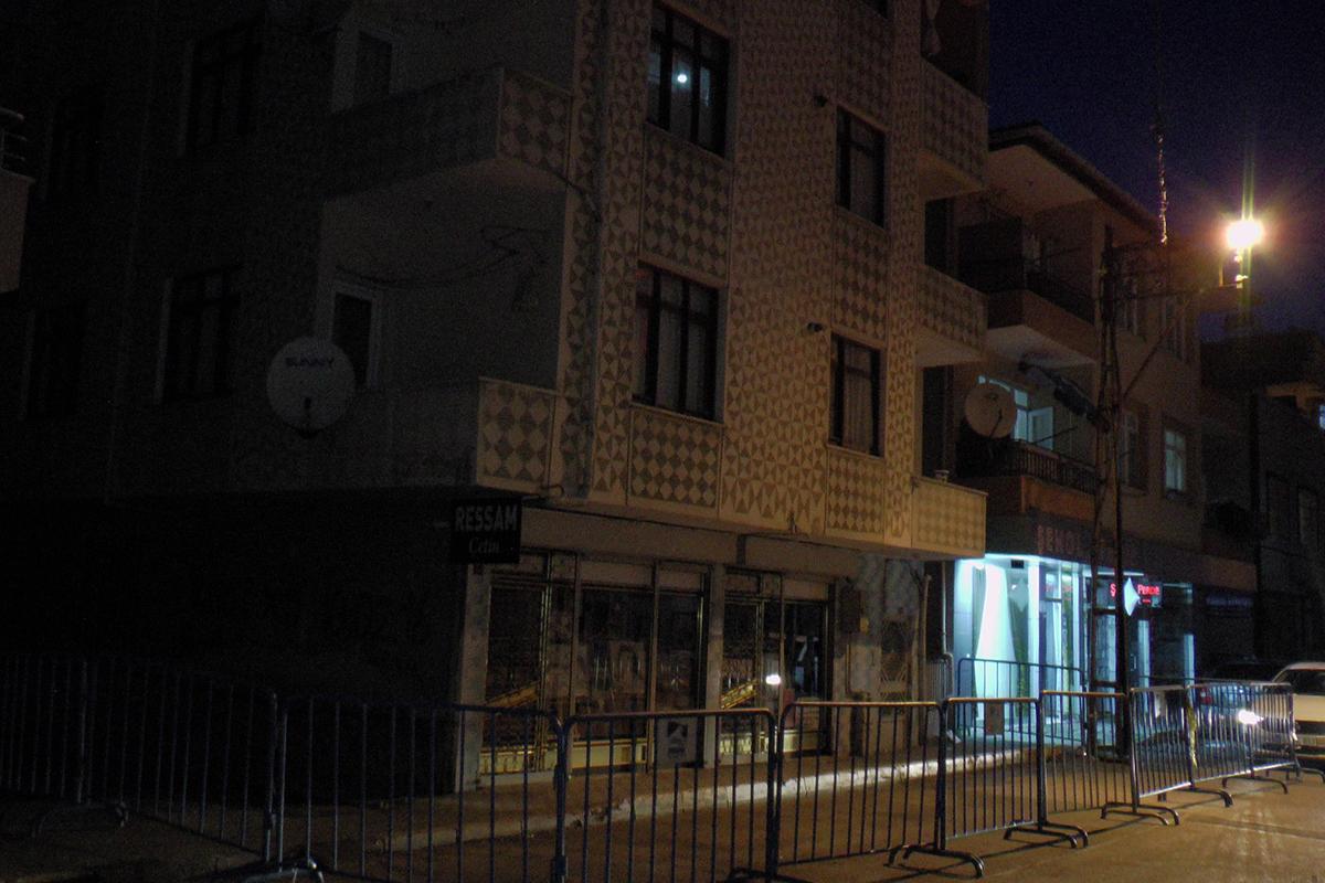 Pendik'te deprem sonrası çatlak oluşan bina tahliye edildi