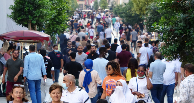 İstiklal Caddesinde sokağa çıkma kısıtlaması unutuldu