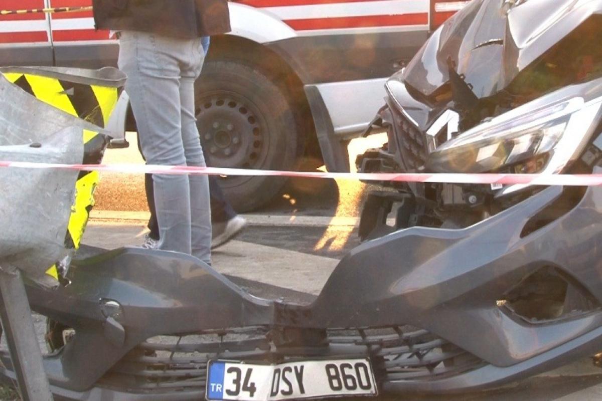 Otomobille çarpışan motosikletli genç öldü, yakınları sinir krizi geçirdi
