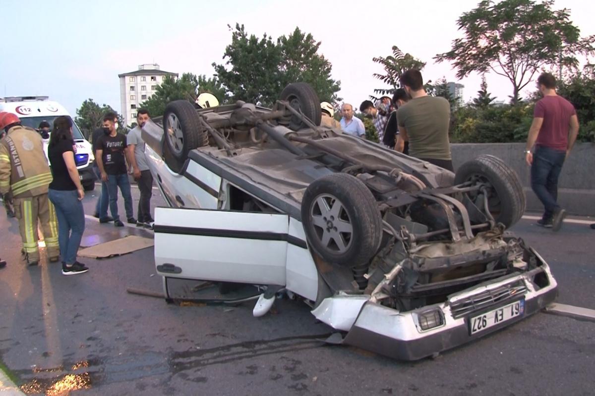 Önüne geçen motosikletliye çarpmamak için manevra yapan araç takla attı