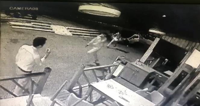 Beyoğlunda silahlı yan baktın kavgası kamerada