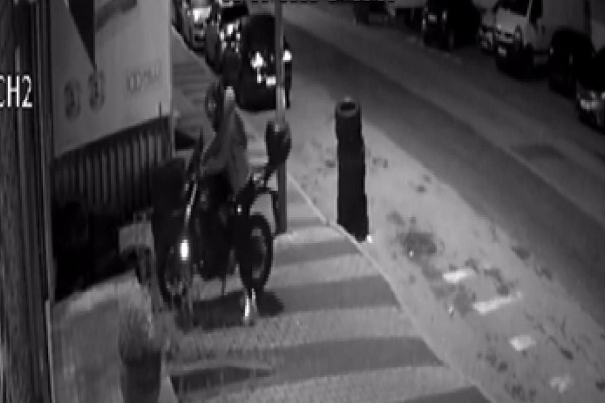 Maltepe'de motosiklet hırsızlığı kamerada