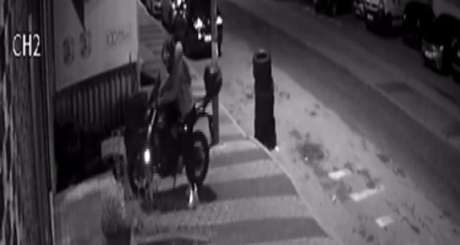 Maltepede motosiklet hırsızlığı kamerada