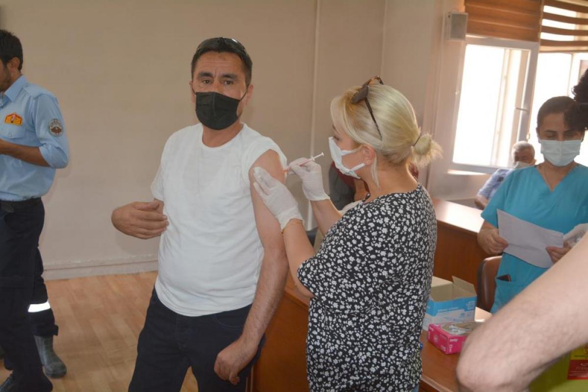 Hakkari Belediyesi personeli korona virüs aşısı oldu