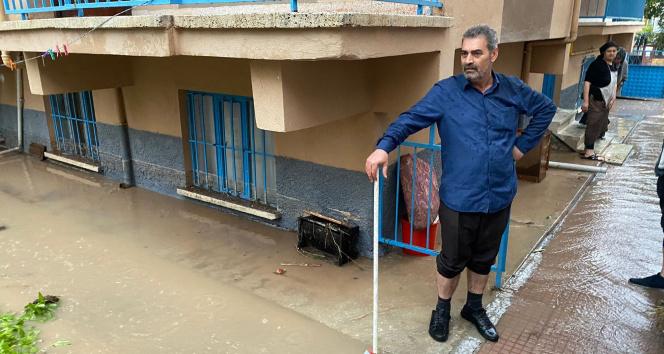 Eskişehirde istinat duvarı çöktü, bodrum katındaki evi su bastı