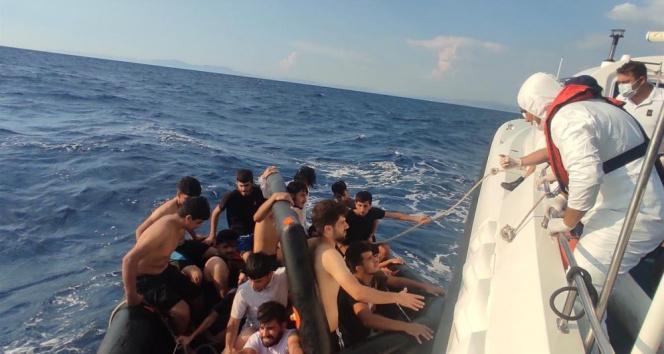 Yunanlıların ölüme terk ettiği 100 düzensiz göçmen kurtarıldı