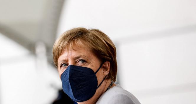 Merkel, korona virüs aşısının ikinci dozunu Modernadan yaptırdı