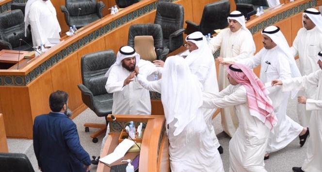 Kuveyt parlamentosunda kavga
