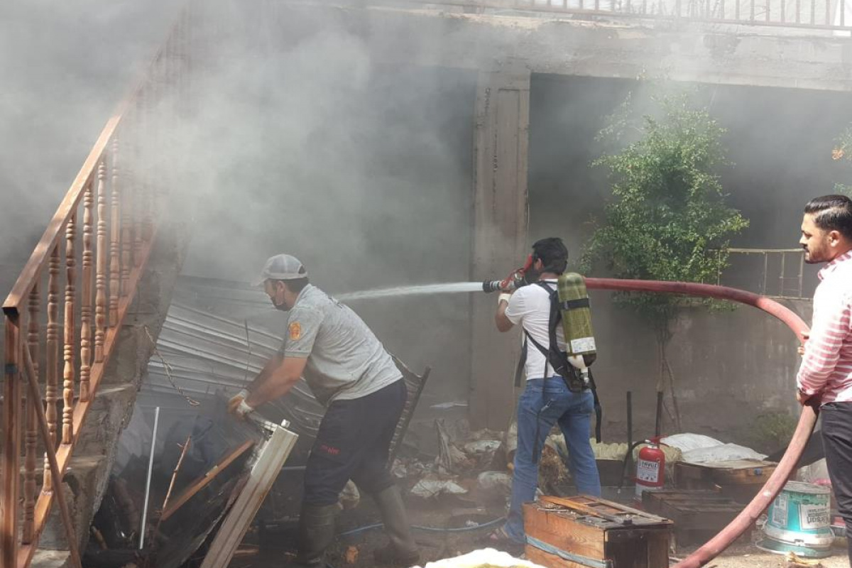 Elazığ'da ev yangını: 2 kişi dumandan etkilendi