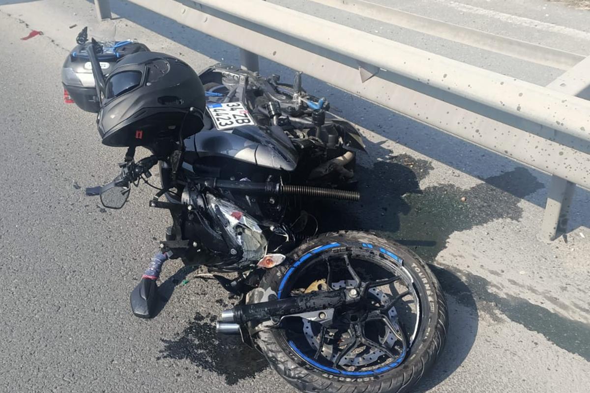 Basın Ekspres Yolu'nda motosiklet ile araç çarpıştı: 2 yaralı