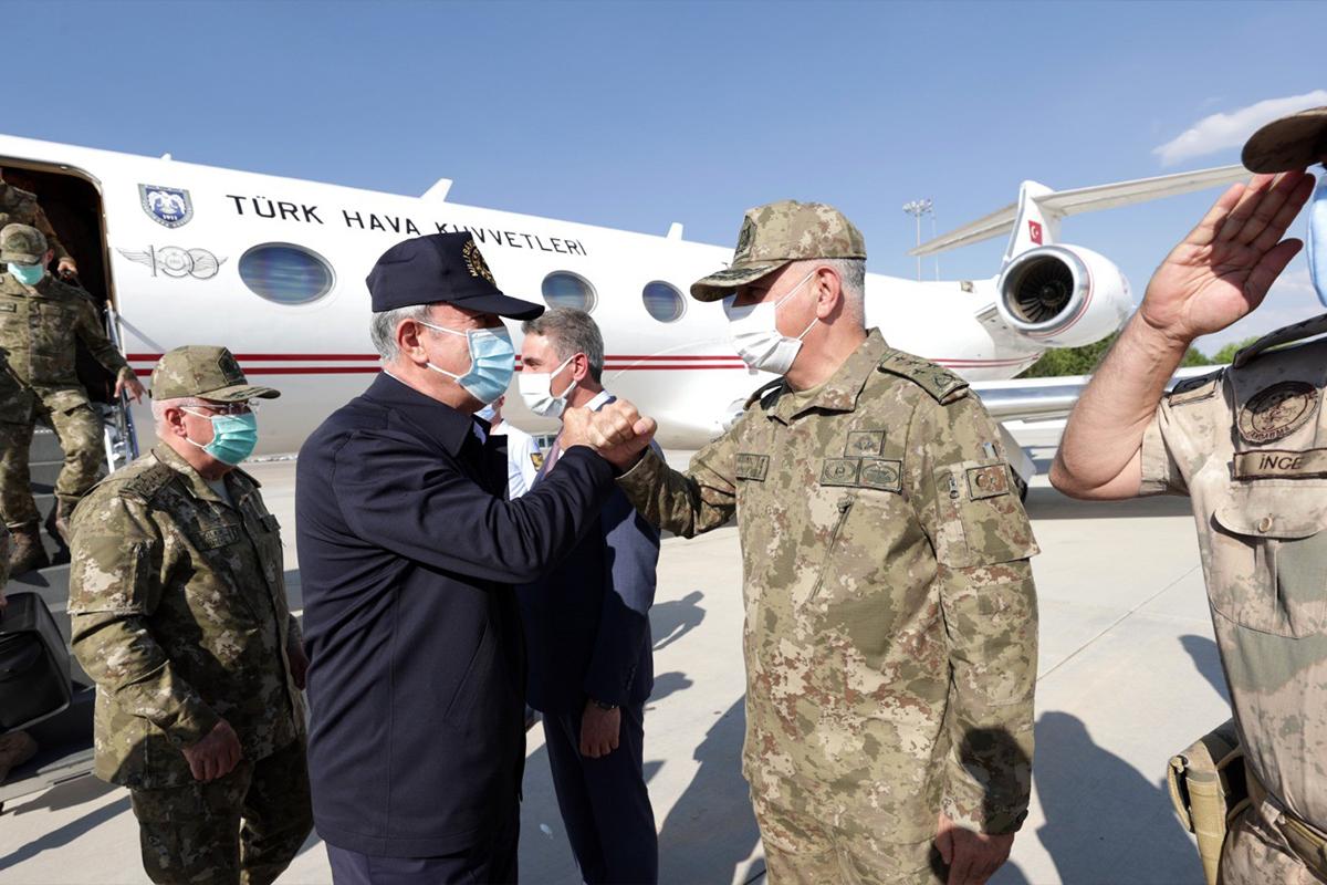 Milli Savunma Bakanı Akar: 'Nereye kaçarlarsa kaçsınlar terörü bitireceğiz'