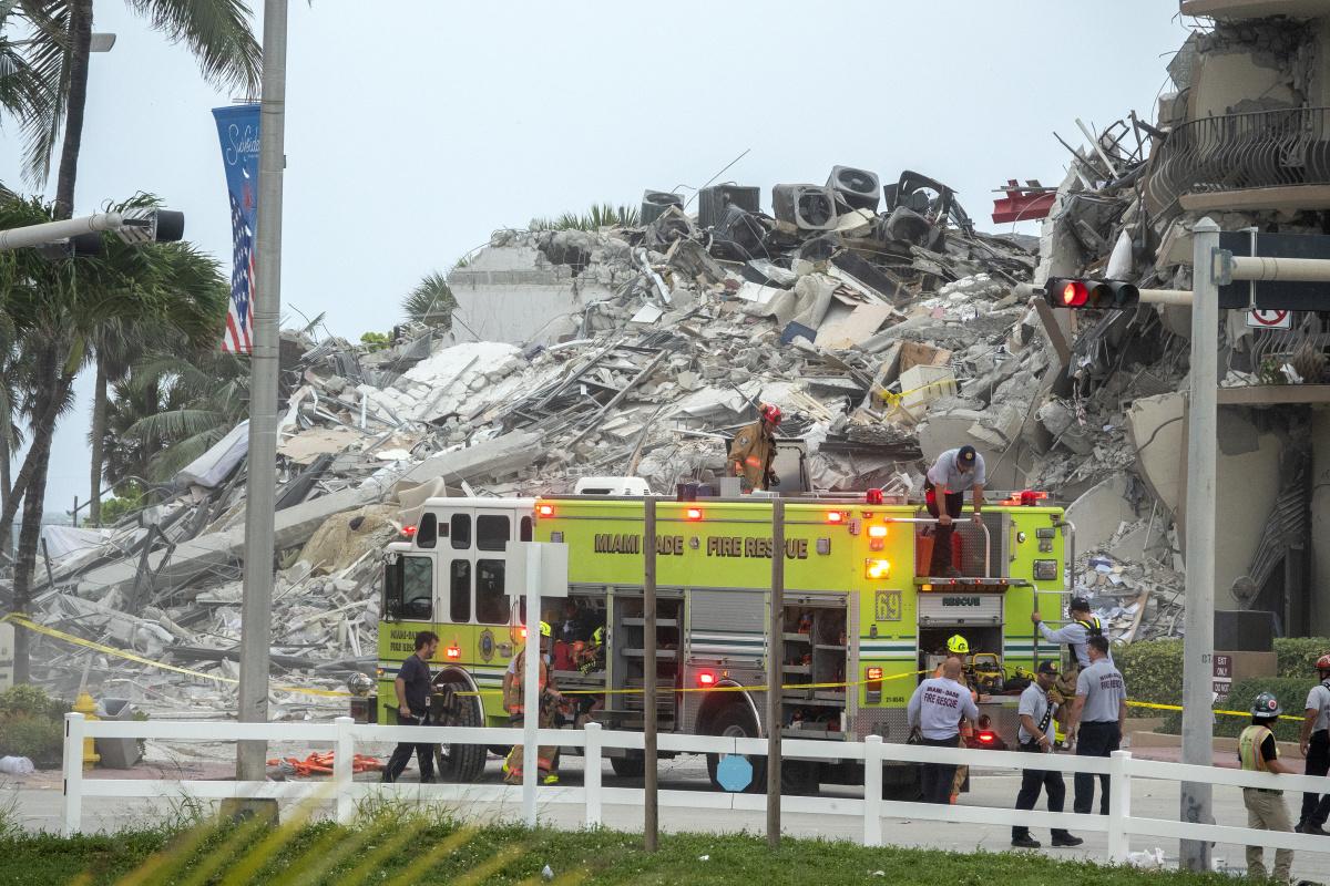 ABD'de 12 katlı binadaki çökme anı kamerada