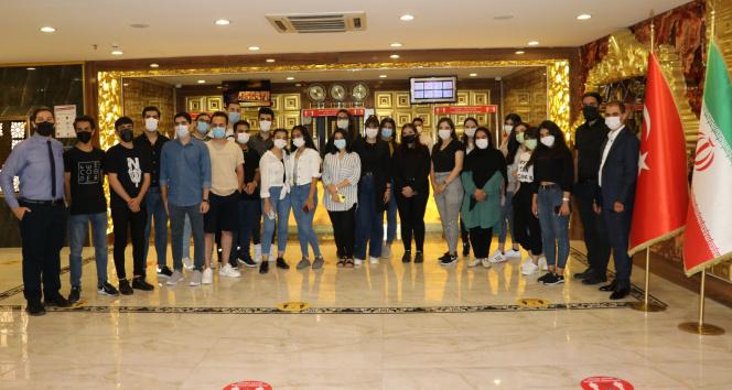 İranlı öğrenci grubu YÖS için Vana geldi