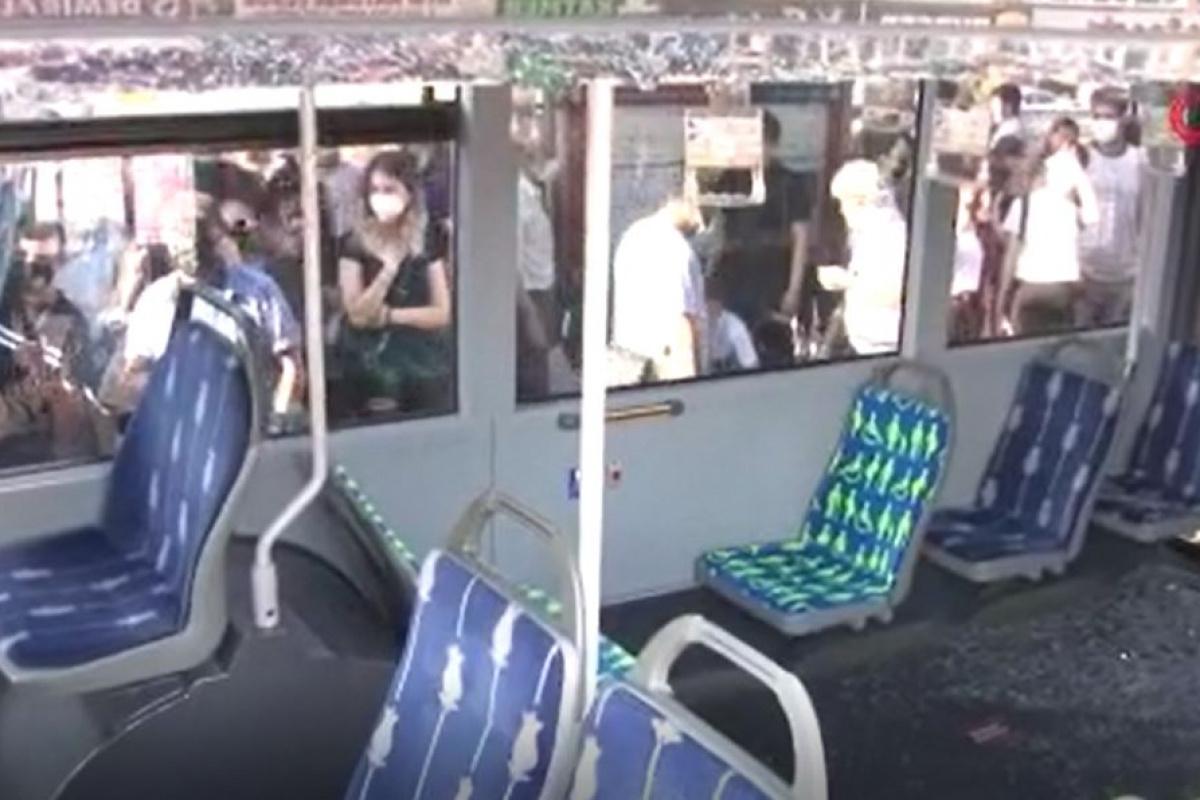 Cennet Mahallesi metrobüs durağında feci kaza! Metrobüsler çarpıştı