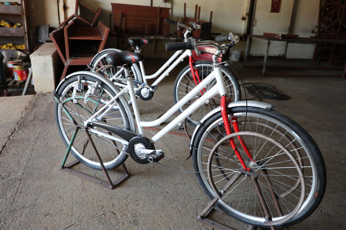 Elektrik üreten bisiklet telefon şarj edecek