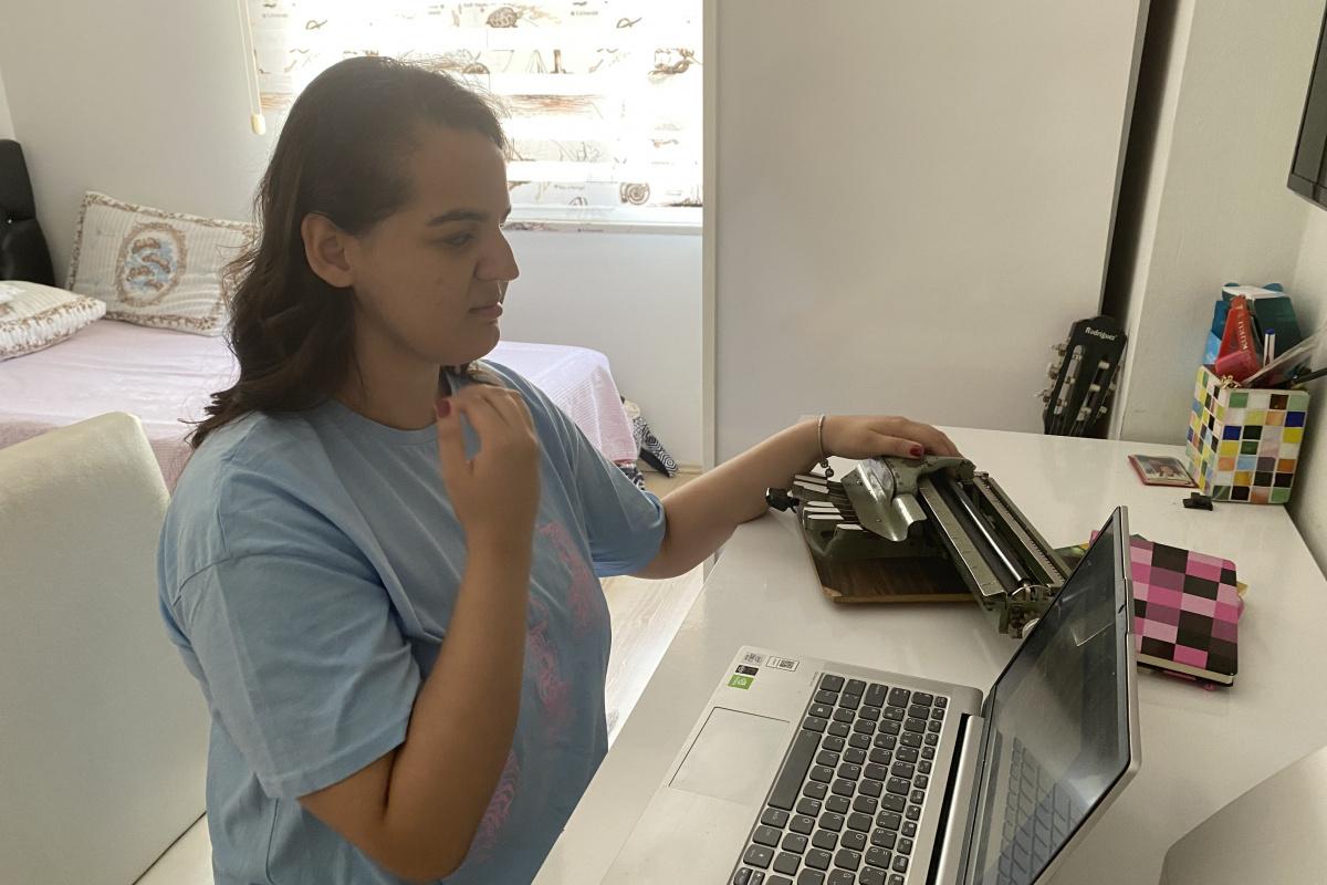 Annesi her gün üniversitenin koridorlarında bekledi, hocaların ses kayıtlarıyla sınavlara hazırlandı