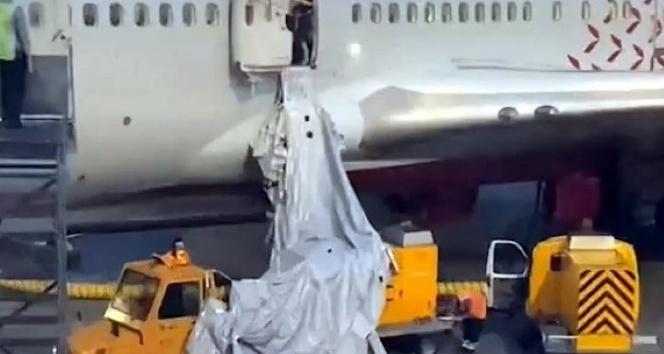 Rusyada akıl almaz olay: Nefessiz kalan yolcular uçağın acil çıkış kapısını açtı