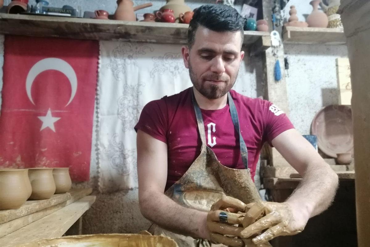 Suriye'den savaştan kaçarak geldiği Türkiye'de çömlek yarışmasında 1'inci oldu