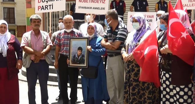 HDP önündeki evlat nöbetine bir aile daha katıldı