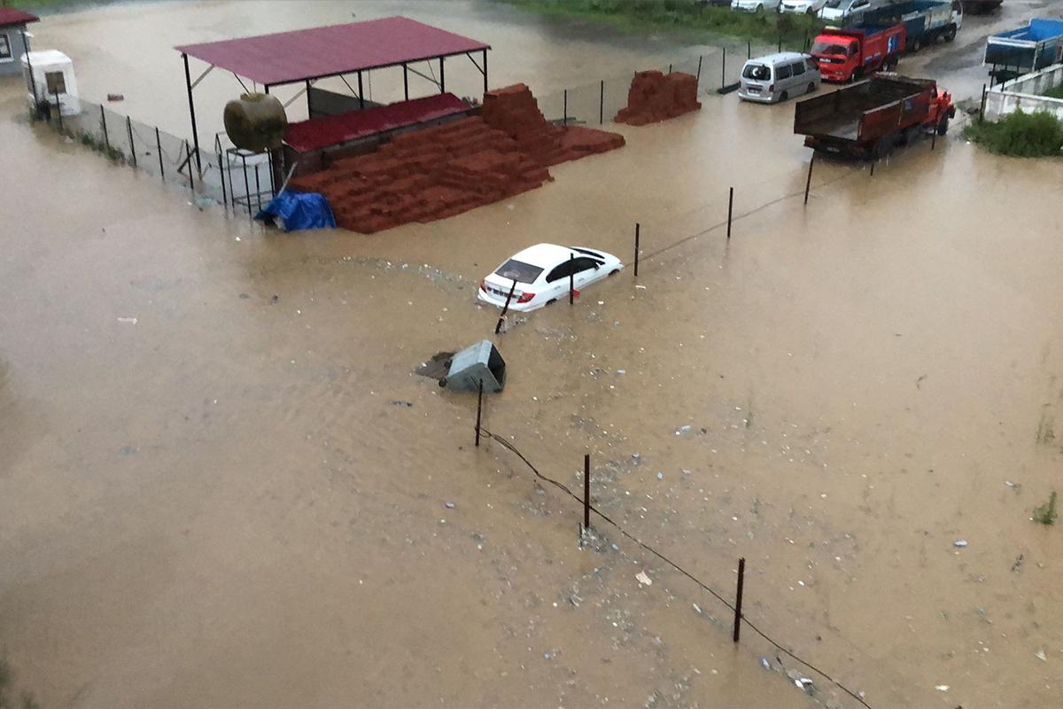 Şiddetli yağış Rizeyi etkisi altına aldı