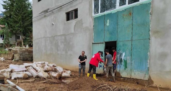 Kızılay Rizede selden etkilenen vatandaşlar için teyakkuzda
