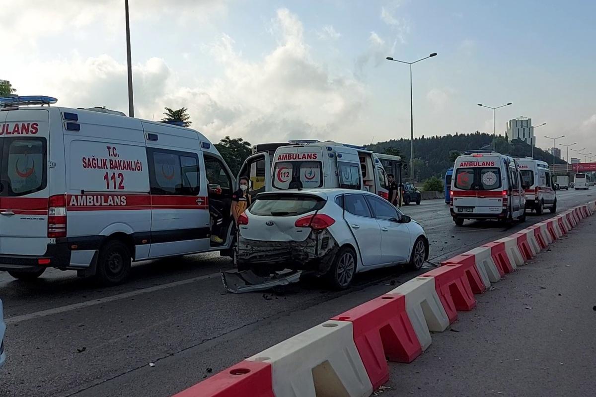 Kadıköy'de alkollü sürücü dehşeti: Art arda 3 araca çarparak durabildi