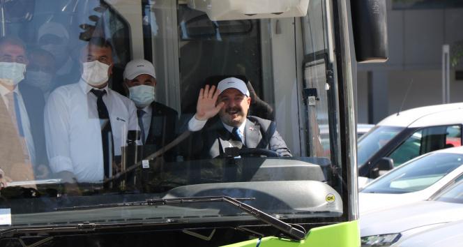 Yüzde 100 yerli ve elektrikli otobüsü Bakan Varank sürerek Samsuna getirdi