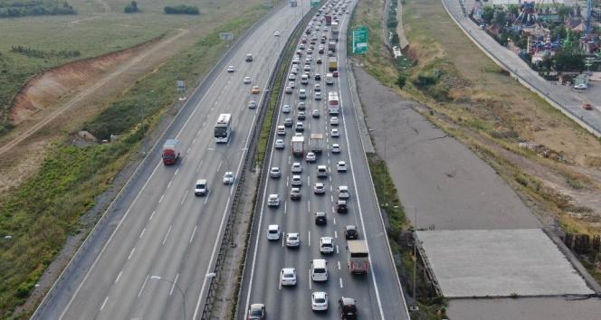 İstanbulda bayram öncesi trafik yoğunluğu