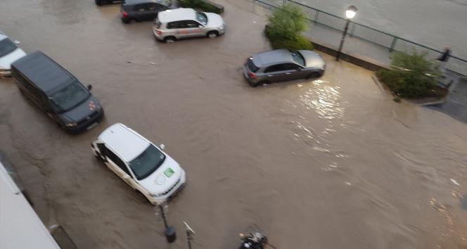 Avusturyada sel felaketi: Kasaba sular altında kaldı
