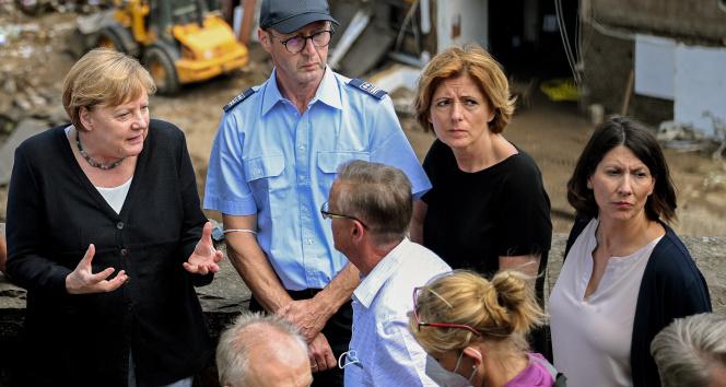 Almanya Başbakanı Merkelden afet bölgesine ziyaret