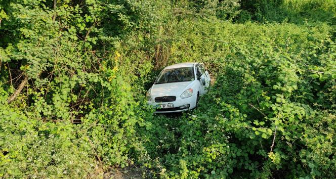TEMde kontrolden çıkan otomobil ağaçlık alana uçtu: 3 yaralı