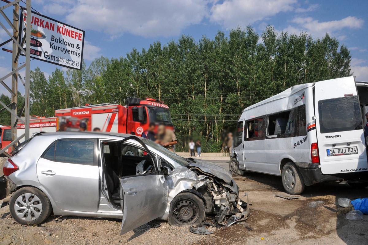 Yüksekova'da trafik kazası: 9 yaralı