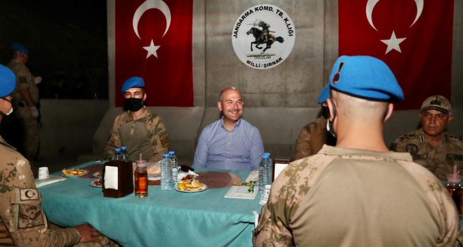 Cumhurbaşkanı Erdoğan, Üs Bölgesindeki askerin bayramını kutladı