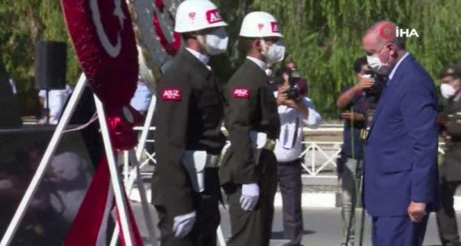 Cumhurbaşkanı Erdoğan, Lefkoşada Atatürk Anıtına çelenk bıraktı