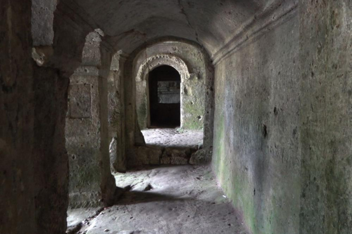 15 Asırlık kaya manastırı