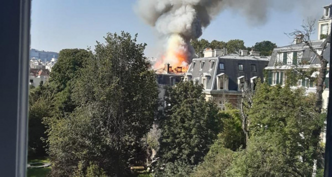 Fransa Başbakanı Castexin konutu yakınında yangın çıktı