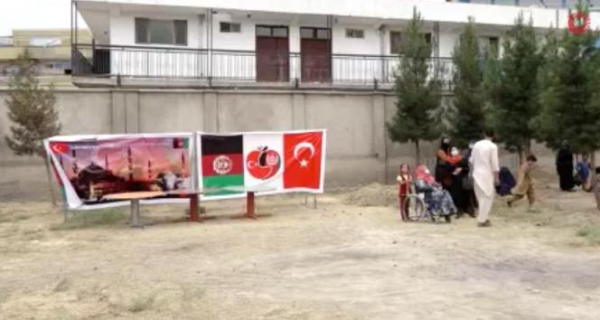 Mehmetçik, Afganistandaki ihtiyaç sahibi 700 aileye kurban eti dağıttı