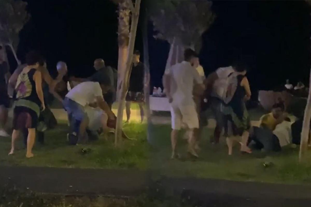 Antalya'da 'niye baktın' kavgasında yumruklar konuştu