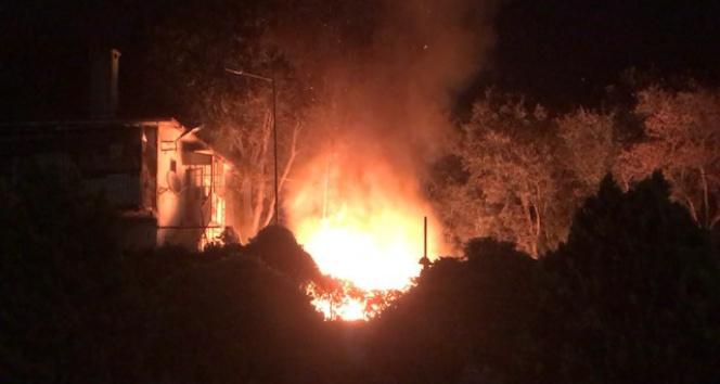 Fatihte korkutan yangın, trafo alev alev yandı