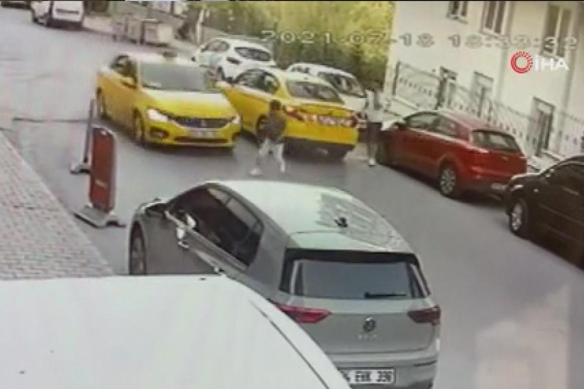 Yola fırlayan çocuğa taksi çarptı