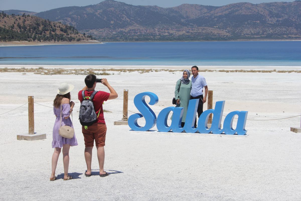 Salda Gölü bayram tatilinin gözdesi oldu
