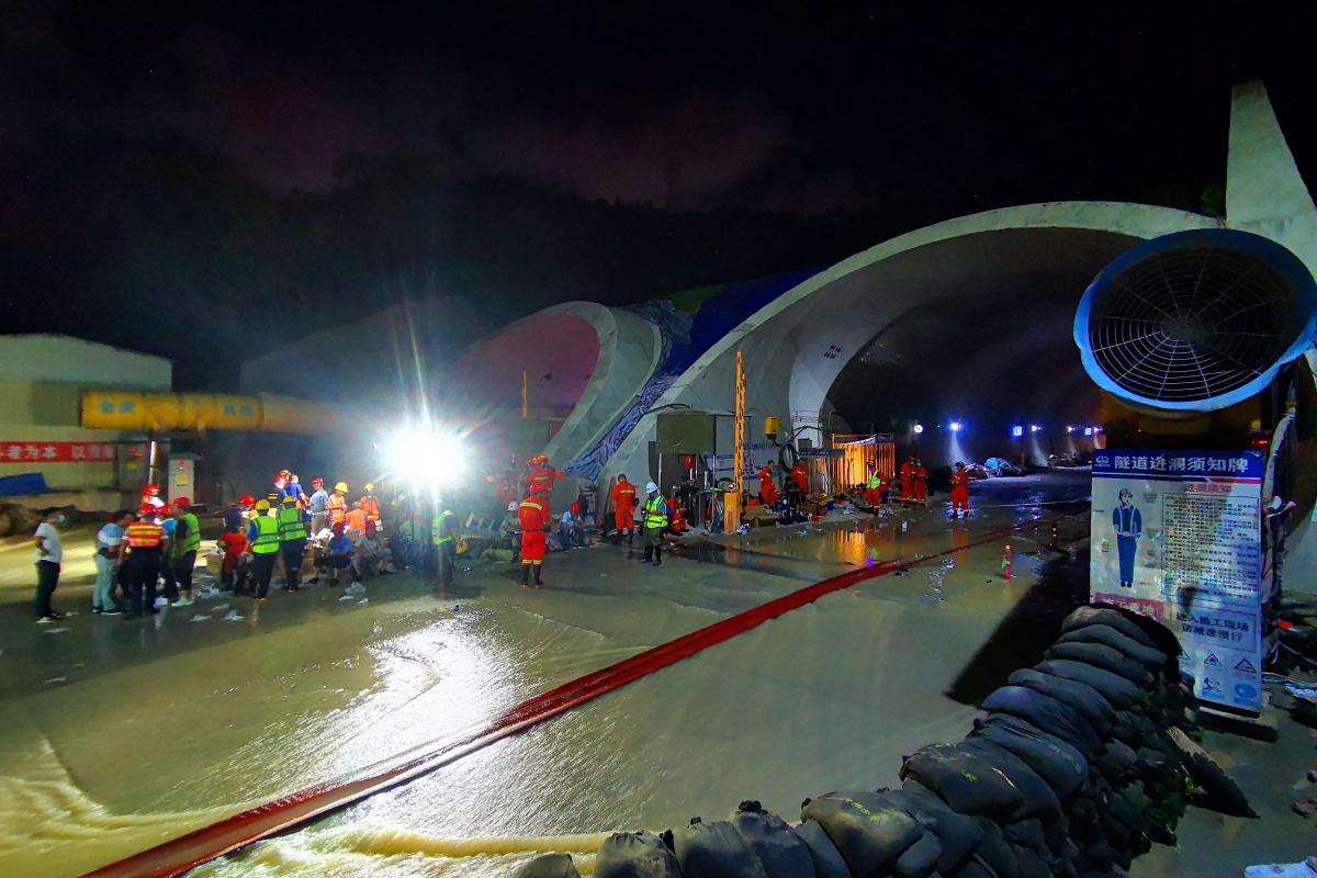 Çin'de tünelde mahsur kalan 14 işçinin cansız bedenine ulaşıldı