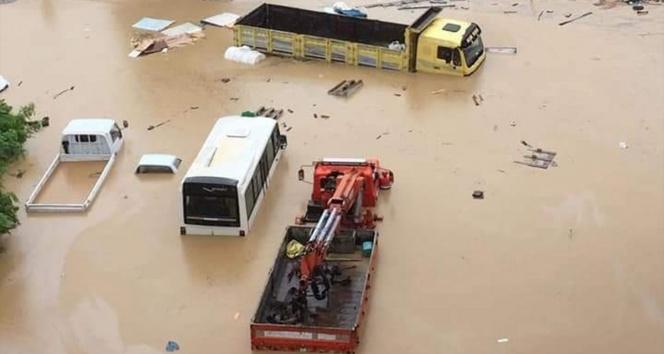 Sel sonrası göle dönen Artvinin Arhavi ilçe merkezi havadan görüntülendi