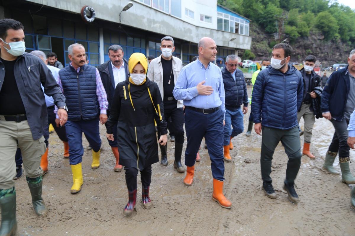 Bakan Soylu selden etkilenen Artvin'in Murgul ilçesinde incelemelerde bulundu
