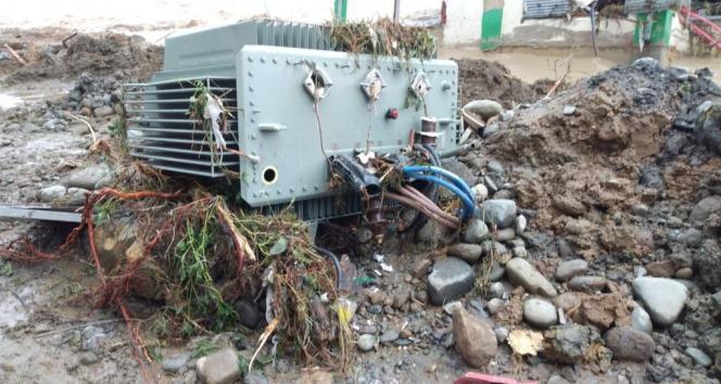 Enerji Bakanlığı: Artvin ve Rizede 56 trafo hasar nedeniyle, 67 trafo can ve mal güvenliği için devreden çıkarıldı