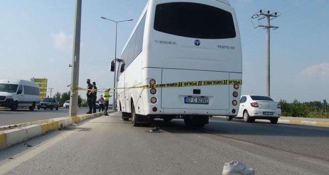 Servis minibüsü motosiklete çarptı: Anne ve oğlunu ölüm ayırdı