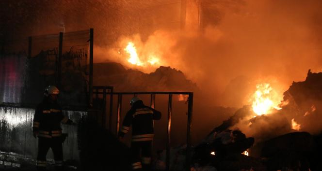 Antalyada plastik fabrikasında yangın