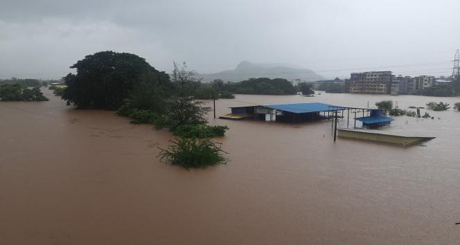 Hindistanı sel ve heyelan vurdu: 51 ölü
