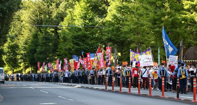 Açılışına saatler kala olimpiyat karşıtları Tokyoda sokaklara çıktı